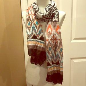 Lightweight multicolor print scarf
